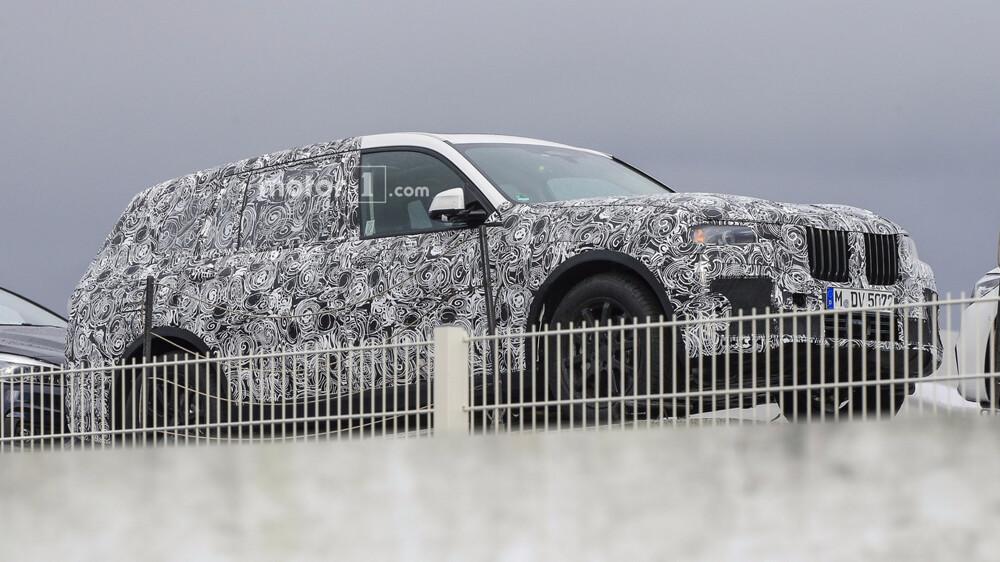 Компания БМВ уже тестирует собственный новый кроссовер X7