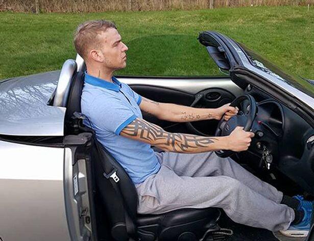 Суд лишил британца водительских прав из-за его большого роста