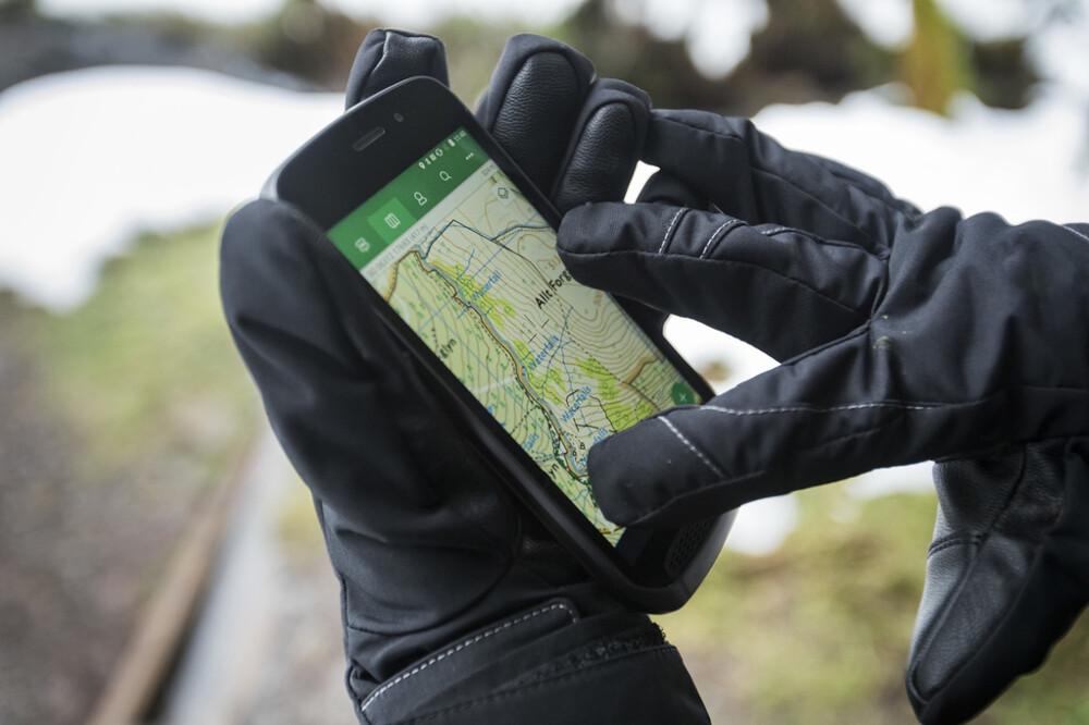 Автопроизводитель Ягуар Лэнд-Ровер представил свой собственный смартфон