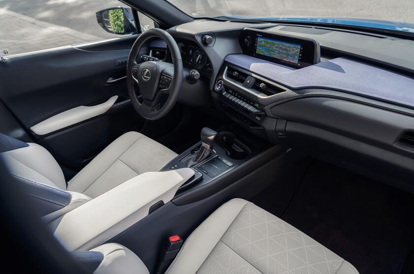 840x0 - Самый молодежный и доступный Lexus – тест кроссовера UX