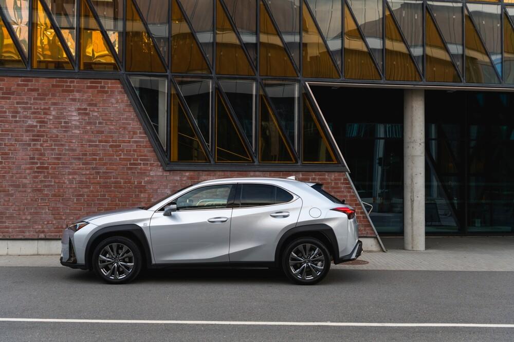1000x0 - Самый молодежный и доступный Lexus – тест кроссовера UX
