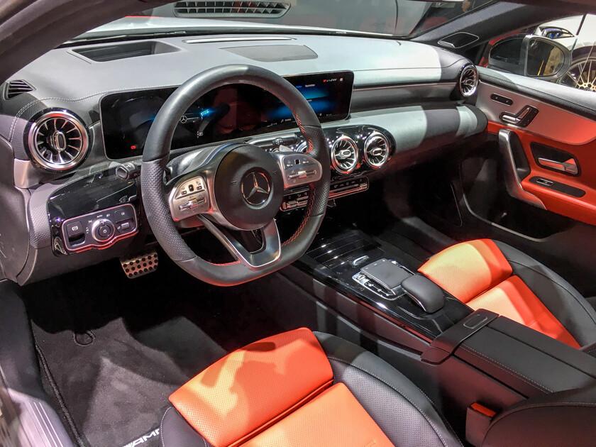 Встолице франции представили джип Мерседес-Бенс GLE нового поколения