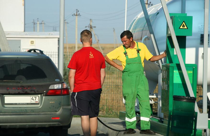 Проверка качества бензина: опасна каждая десятая заправка— Mail.ru Авто