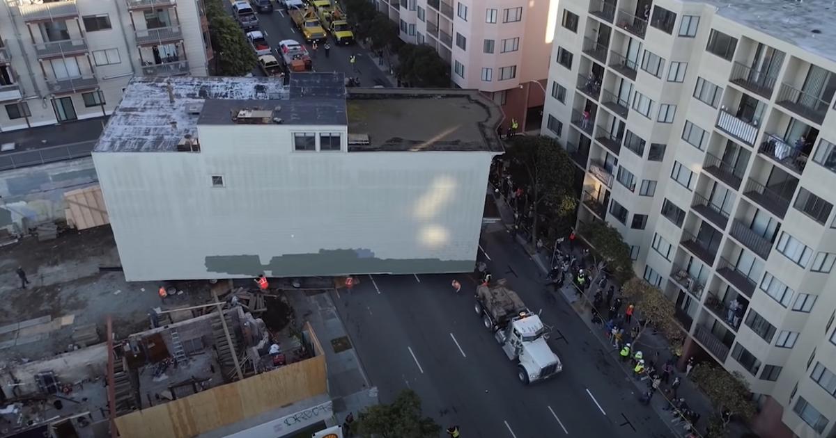 В США 139-летний дом перевезли на гигантском прицепе (видео) - автоновости