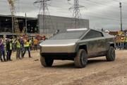 Илон Маск приехал в пикапе Cybertruck на завод в Техасе (видео)