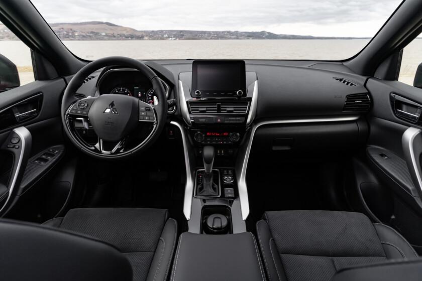 Обновленный Mitsubishi Eclipse Cross начали продавать в России - автоновости