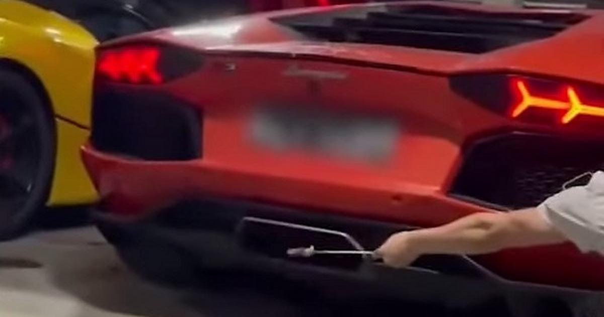Житель Китая попробовал пожарить мясо с помощью Lamborghini - автоновости