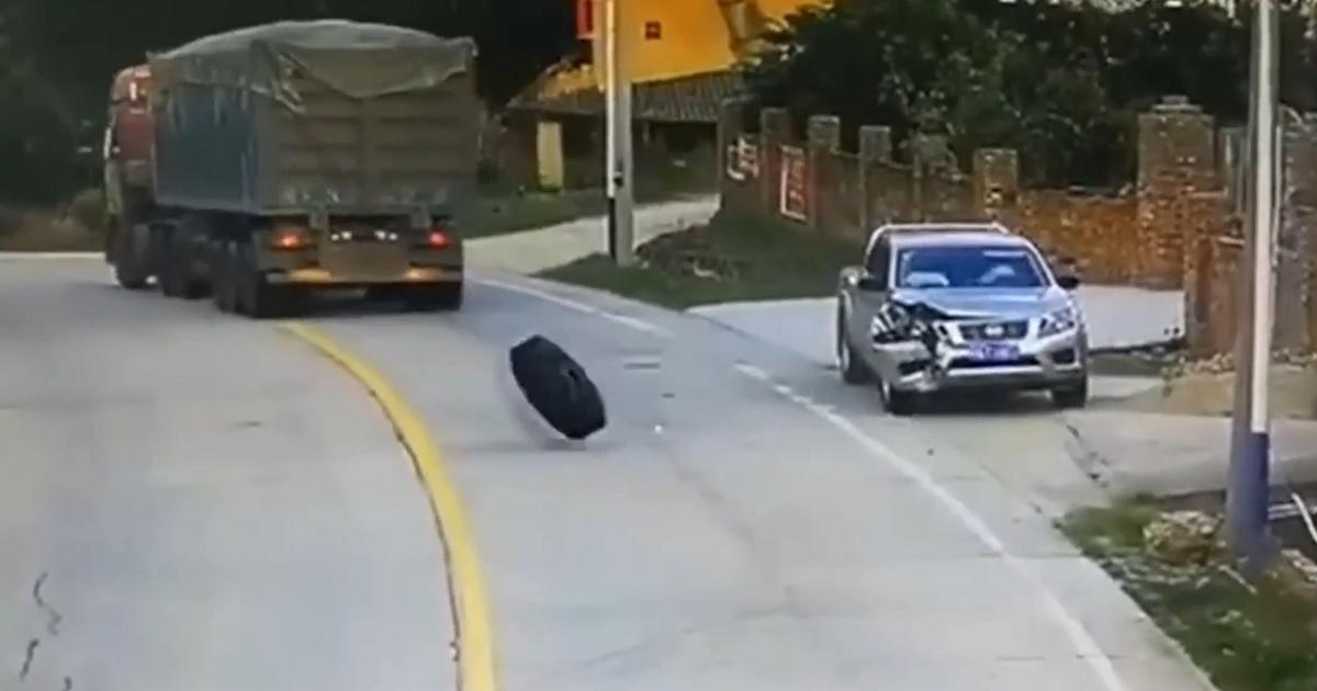 Колеса оторвались от грузовика и «торпедировали» машину (видео) - автоновости