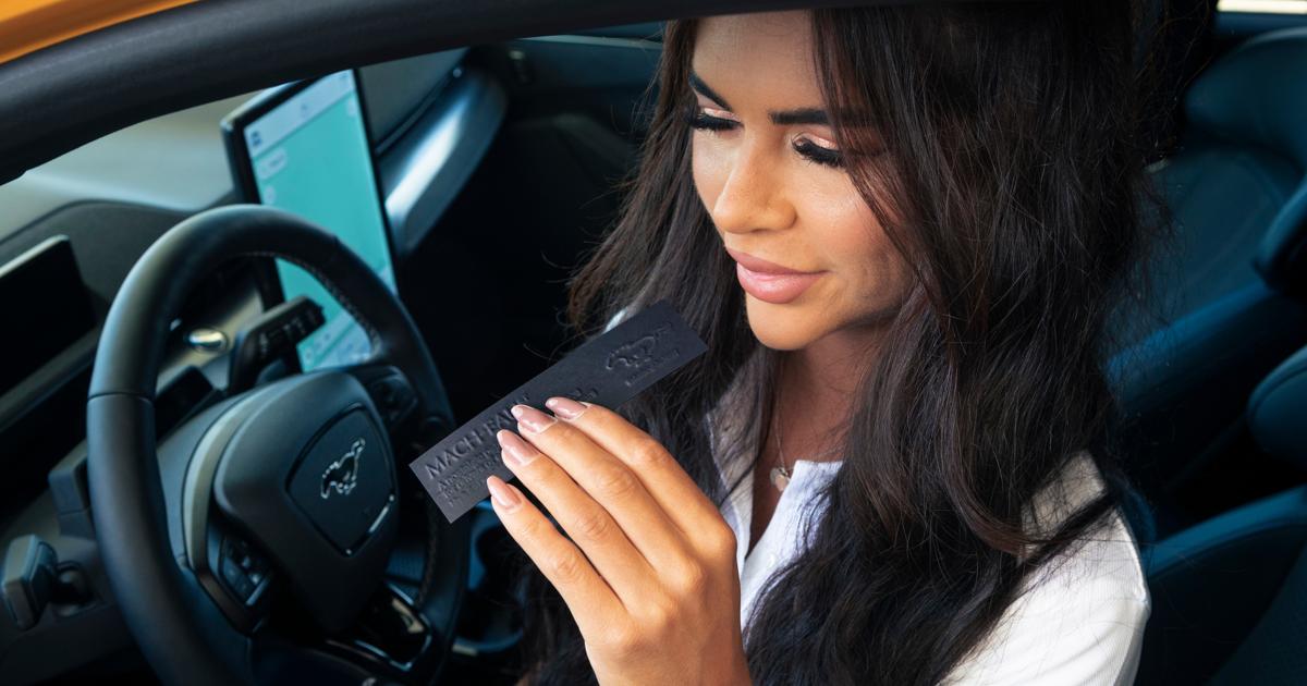 Ford выпустил «бензиновый» парфюм для владельцев электрокаров - автоновости