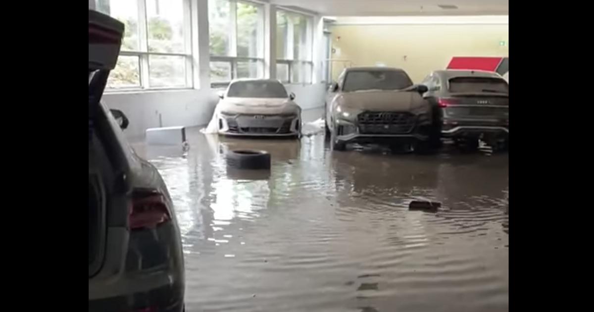 Автосалон с новыми Audi ушел под воду (видео) - автоновости